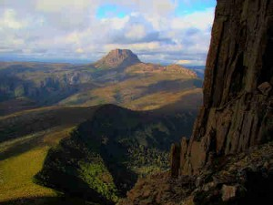 800px cradle mountain seen from barn bluff